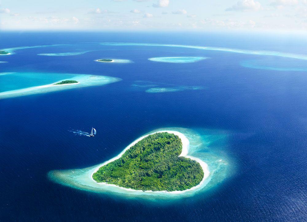 Maldives-Heart-Island-Sail-Boat.jpg.1000x0_q80_crop-smart